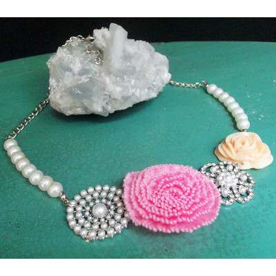 Rosey Pearls Necklace