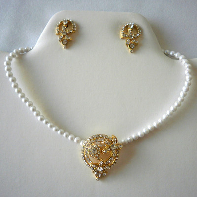 Flower Circle Pearl Necklace Set + FREE Gift