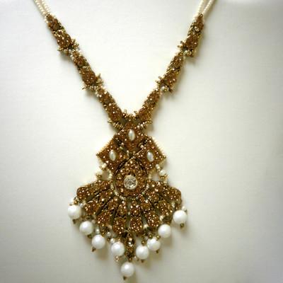Elegant Flare Necklace - White + FREE Gift