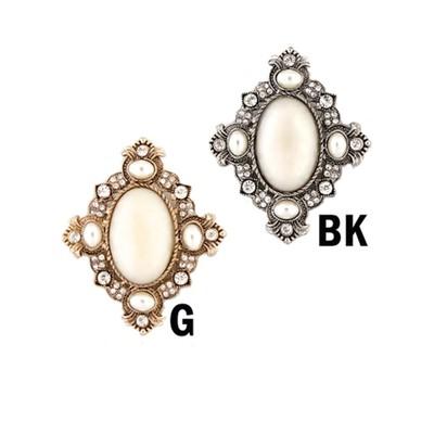 Elegant mother pearl brooch in various colors