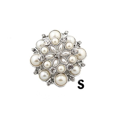 Sophisticated silver brooch with pearls and rhinestones