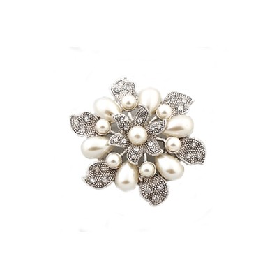 Flowers and pearls shiny brooch