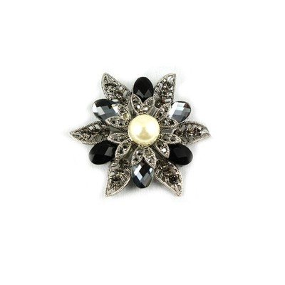 Trendy black flower brooch with middle pearl