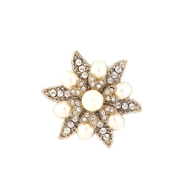 Trendy bronze flower brooch with middle pearl