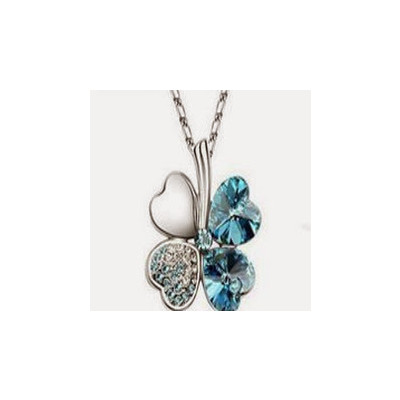 Heart shaped petal flower necklace