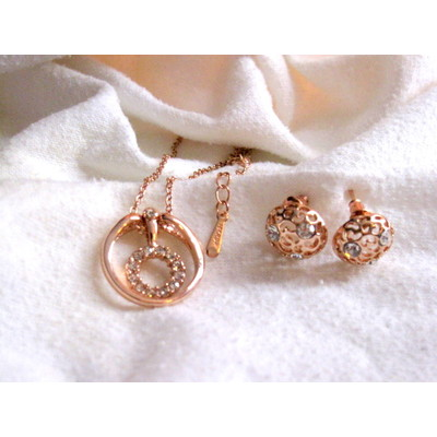 18K Rose Gold  Swarovski Crystal Necklace With Earrings