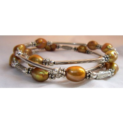 Fresh Pearl Bracelet With Metal (3 Wraps, Brown Color)