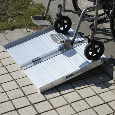 2' Foldable Aluminum Alloy Mobility Wheelchair Ramp