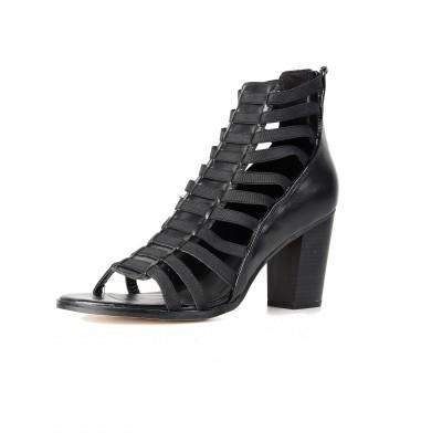 Fabiola in Black