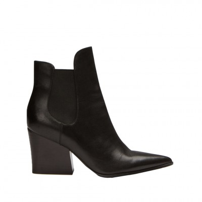 Kendall + Kylie Women's Finley in Black Leather